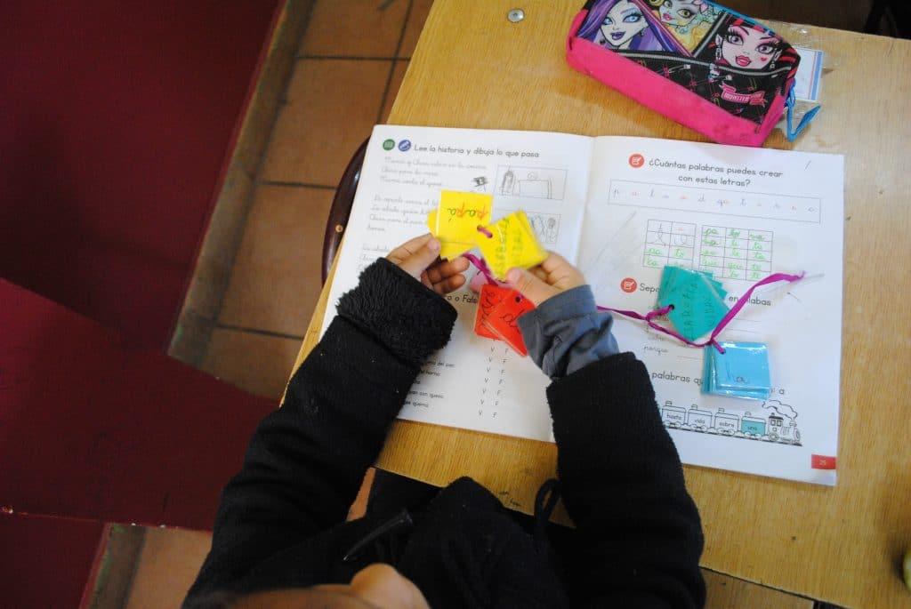 Llavero de letras confeccionado por los propios alumnos.